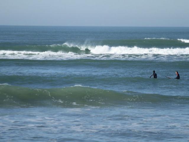 enjoy ecole surf oléron - attente vague